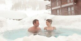 Drink a toast to your holiday, in the jacuzzi at <i>Le Refuge</i>