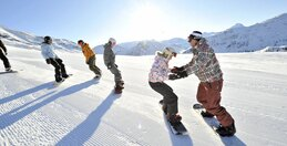From 4 to 17: skiing and snowboarding lessons