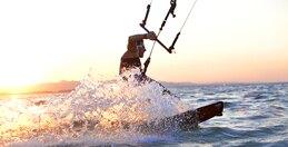 Kitesurfing*